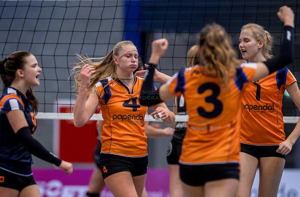 22-10-2016 NED: TT Papendal/Arnhem - Coolen Alterno, Arnhem<br /> Alterno heeft haar eerste overwinning binnen in de eredivisie. Na twee nederlagen schreef de Apeldoornse ploeg zaterdagmiddag in Valkenhuizen een 0-3 zege bij / Kirsten Wessels #4 of Talent Team