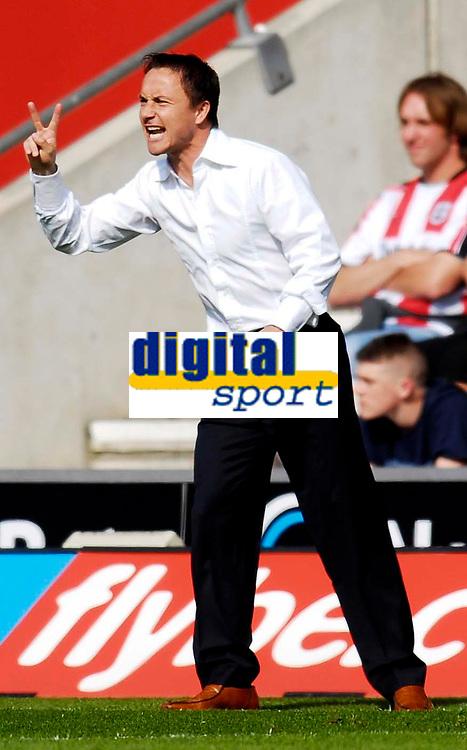 Photo: Alan Crowhurst.<br />Southampton v Leeds United. Coca Cola Championship. 21/04/2007.Leeds' manager  Dennis Wise.