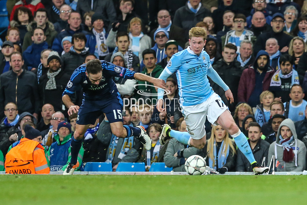 Manchester City's Kevin De Bruyne takes on Real Madrid's Daniel Carvajal during the Champions League match between Manchester City and Real Madrid at the Etihad Stadium, Manchester, England on 26 April 2016. Photo by Shane Healey.