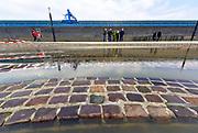Netherlands, Nijmegen, The Netherlands, 9-1-2018De Waalkade is afgesloten voor verkeer en het water van de Waal, Rijn, klots tegen en soms over de kaderand. Het kunstwerk Labyrint (foto) wat er sinds de 80er jaren ligt, is aan de rivierkant aan het verzakken. Dagjesmensen en nieuwsgierigen komen al kijken,de coupures tussen de Waalkade en de stad zijn afgesloten. Er is wel al wat schade aan de kade door wegspoelend zand en er ligt al twee weken een binnenvaartschip aangemeerd met motorpech die ook schade toebrengt aan de pas vernieuwde kade.Foto: Flip FranssenNijmegen is gearing up for high water. The rising waters of the Rhine, Waal, is tomorrow night at the highest level. . Day trippers and curious, all look and a contractor has the denominations between the Waal River and the city closed.Photo: Flip Franssen