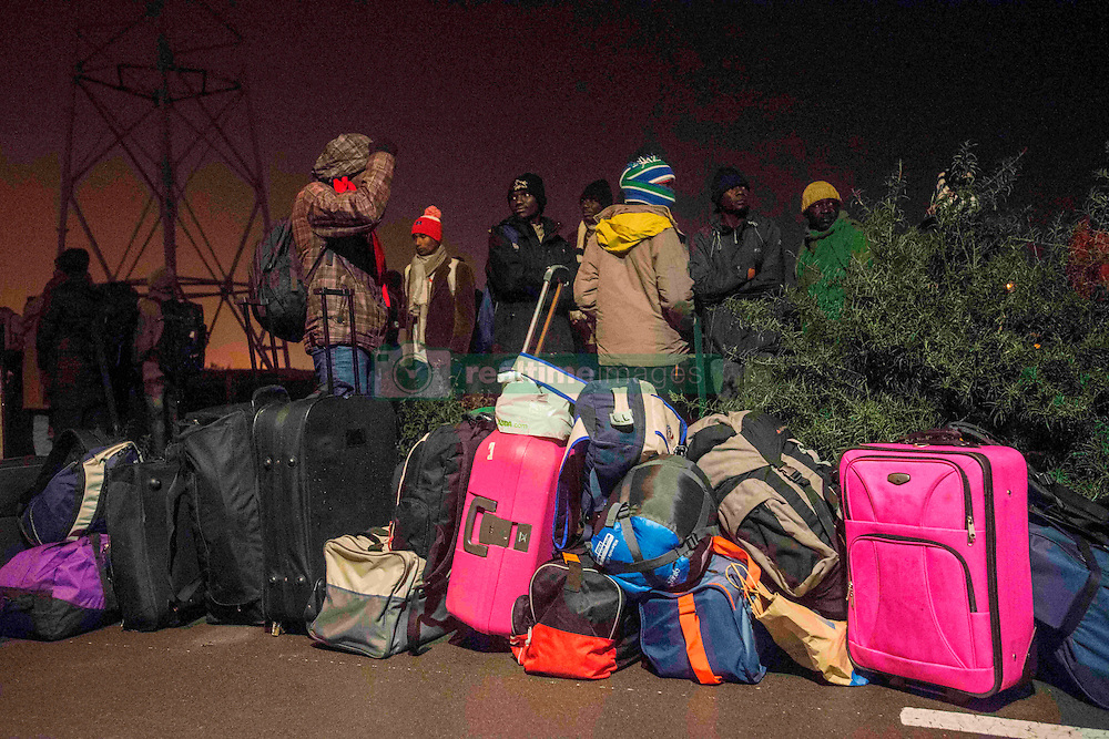 October 24, 2016 - Calais, France - First migrants to arrive at the warehouse to take the bus. Calais 24/10/2016  (Credit Image: © Guillaume Pinon/NurPhoto via ZUMA Press)