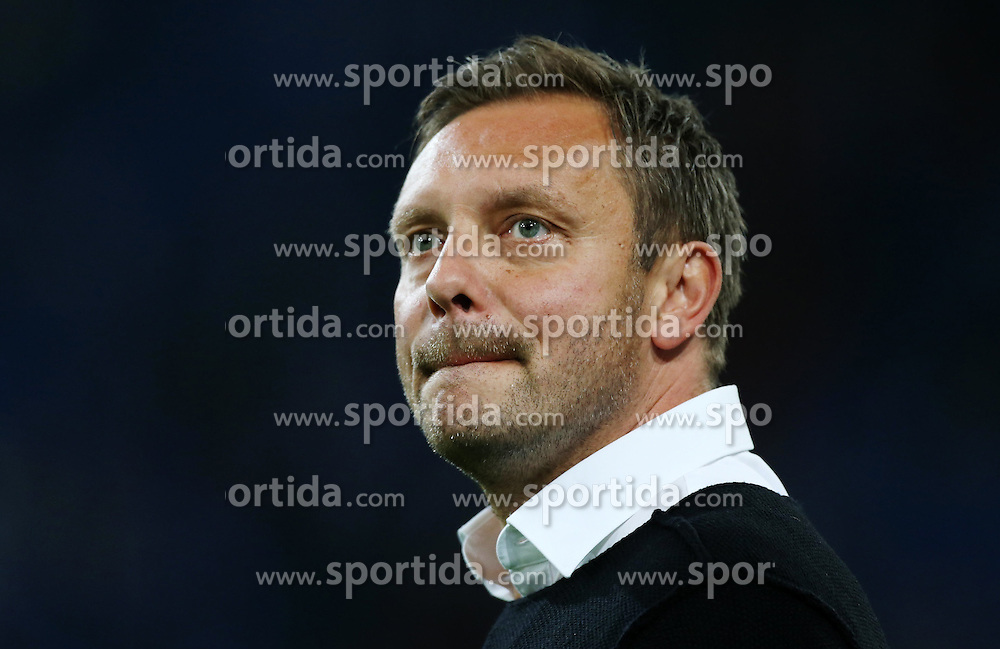 23.09.2015, Veltins Arena, Gelsenkirchen, GER, 1. FBL, Schalke 04 vs Eintracht Frankfurt, 6. Runde, im Bild Cheftrainer Andre Breitenreiter (Schalke) beisst sich auf die Lippen // during the German Bundesliga 6th round match between Schalke 04 and  Eintracht Frankfurt at the Veltins Arena in Gelsenkirchen, Germany on 2015/09/23. EXPA Pictures &copy; 2015, PhotoCredit: EXPA/ Eibner-Pressefoto/ Hommes<br /> <br /> *****ATTENTION - OUT of GER*****