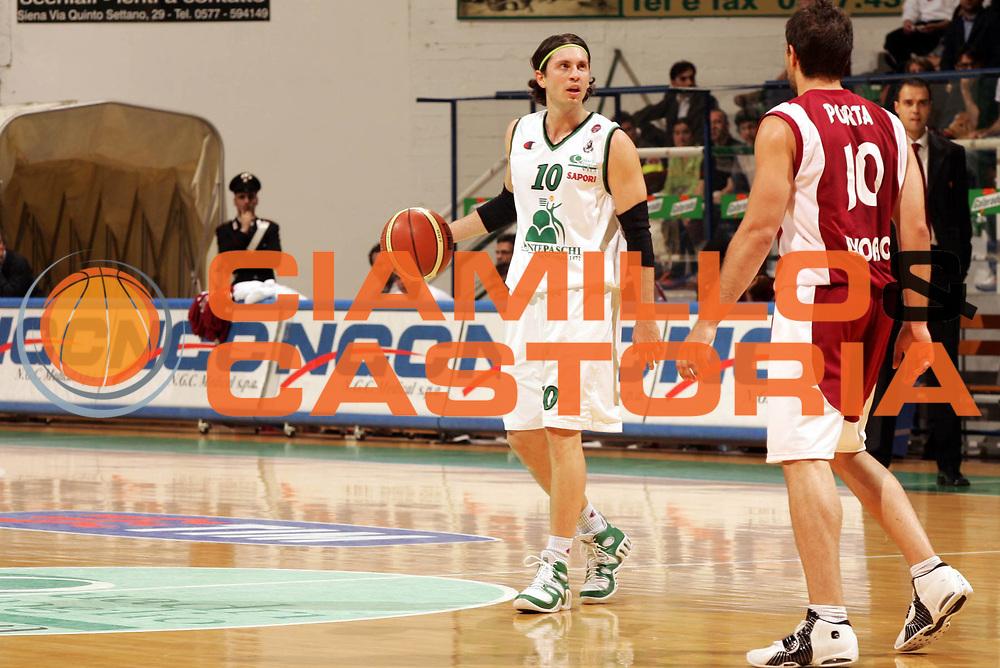 DESCRIZIONE : Siena Lega A1 2005-06 Montepaschi Siena Basket Livorno <br /> GIOCATORE : Pecile <br /> SQUADRA : Montepaschi Siena <br /> EVENTO : Campionato Lega A1 2005-2006 <br /> GARA : Montepaschi Siena Basket Livorno  <br /> DATA : 23/04/2006 <br /> CATEGORIA : Curiosita <br /> SPORT : Pallacanestro <br /> AUTORE : Agenzia Ciamillo-Castoria/P.Lazzeroni