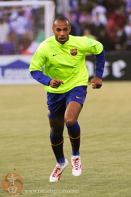 August 8, 2009; San Francisco, CA, USA; FC Barcelona forward Thierry Henry (14) warms up before the match in the Night of Champions international friendly contest against Chivas de Guadalajara at Candlestick Park.