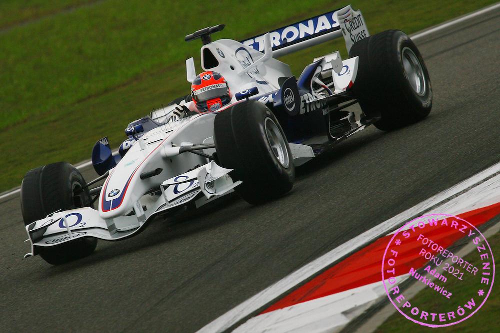 29.09.2006 Shanghai, China, ..Robert Kubica (POL), BMW Sauber F1 Team, F1.06 - Formula 1 World Championship, Rd 16, Chinese Grand Prix, Friday Practice ..FOT. XPB.CC / WROFOTO..*** POLAND ONLY !!! ***