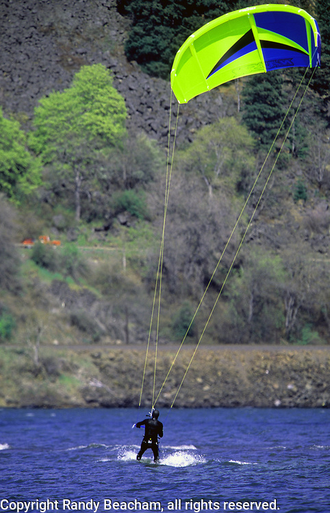 Kitesurfing on the Columbia River. Columbia River Gorge, Hood River Gorge, Oregon.