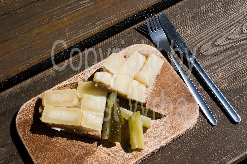 Harzer Roller, Harzer Käse auf Schmalzbrot, Harzer Spezialität, Essen, Harz, Deutschland | Harz Roller, Harz cheese, food, Harz,  Germany