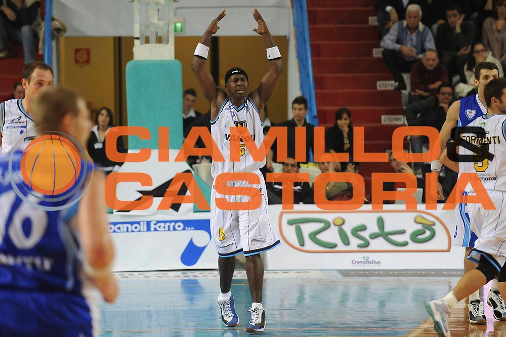DESCRIZIONE : Cremona Lega A 2009-10 Vanoli Gruppo Triboldi Cremona NGC Cantu<br /> GIOCATORE : Brandon Brown<br /> SQUADRA : Vanoli Gruppo Triboldi Cremona<br /> EVENTO : Campionato Lega A 2009-2010 <br /> GARA : Vanoli Gruppo Triboldi Cremona NGC Cantu<br /> DATA : 18/10/2009 <br /> CATEGORIA : Esultanza<br /> SPORT : Pallacanestro <br /> AUTORE : Agenzia Ciamillo-Castoria/G.Ciamillo