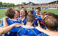 UTRECHT -  Vreugde bij Kampong  na  de finale van de play-offs om de landtitel tussen de heren van Kampong en Amsterdam (3-1). Kampong is weer landskampioen. COPYRIGHT KOEN SUYK