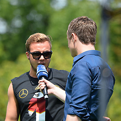 15.07.2014, Brandenburger Tor, Berlin, GER, FIFA WM, Empfang der Weltmeister in Deutschland, Finale, im Bild Mario Goetze (GER) li, im Interview // during Celebration of Team Germany for Champion of the FIFA Worldcup Brazil 2014 at the Brandenburger Tor in Berlin, Germany on 2014/07/15. EXPA Pictures © 2014, PhotoCredit: EXPA/ Eibner-Pressefoto/ Harzer  *****ATTENTION - OUT of GER*****
