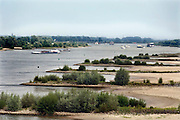 Nederland, Ewijk, 16-6-2009Gezicht op de scheepvaart iop de Waal. Foto: Flip Franssen/Hollandse Hoogte