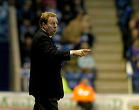 Photo: Leigh Quinnell.<br /> Leicester City v Southampton. Coca Cola Championship.<br /> 05/11/2005. Southampton manager Harry Redknapp points out a problem