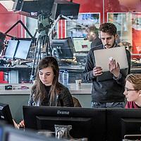 Nederland, Hilversum, 5 december 2016.<br />radiostation 3 FM heeft de koers omgegooid en wil nu meer jongeren bereiken. Hoe doen ze dat en lukt het? Te zien: muzieksamenstellers en dj's in de studio o.i.d.<br />VOORKEURFOTO!<br /><br />Foto: Jean-Pierre Jans