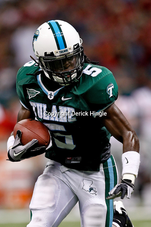 Sep 11, 2010; New Orleans, LA, USA; Tulane Green Wave wide receiver D.J. Banks (5) runs a end around against the Mississippi Rebels during a game at the Louisiana Superdome. The Mississippi Rebels defeated the Tulane Green Wave 27-13.  Mandatory Credit: Derick E. Hingle