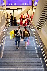 12.09.2015, Hauptbahnhof Salzburg, AUT, Fluechtlinge am Hauptbahnhof Salzburg auf ihrer Reise nach Deutschland, im Bild Flüchtlinge auf den Weg zum Bahnsteig. Der ÖBB Zugsverkehr nach Deutschland wurde eingestellt // Refugees on the way to the platform. According to reports Germany has stoped the Train Traffic from and into Austria, Main Train Station, Salzburg, Austria on 2015/09/12. EXPA Pictures © 2015, PhotoCredit: EXPA/ JFK