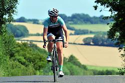 July 21, 2017 - Crockenhill, Kent, UK - A cyclist enjoying a relaxing bike ride in the sunshine..Crockenhill Lane, Crockenhill, Kent. (Credit Image: © Grant Falvey/London News Pictures via ZUMA Wire)