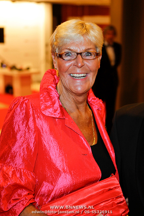 NLD/Den Haag/20111212 - NOC / NSF Sportgala 2011, Ada Kok en partner Math van der Linden