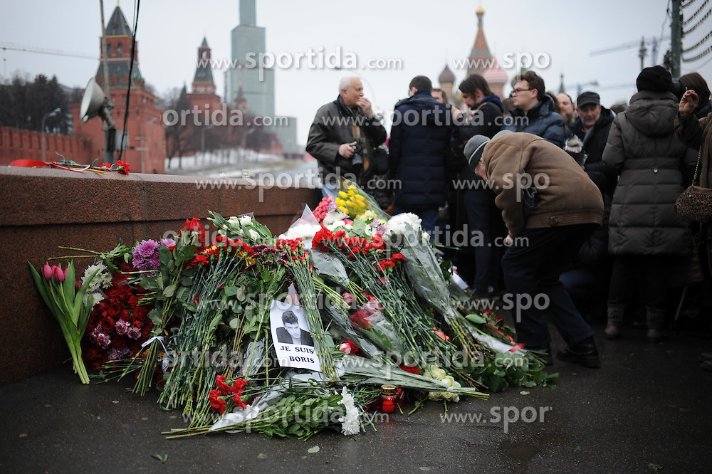 A man lays flowers on the murder site of Russian opposition leader Boris Nemtsov in Moscow, Russia, on Feb. 28, 2015. People came to the murder site of Boris Nemtsov for mourning on Saturday. Boris Nemtsov was shot and killed near the city center on Feb. 27, 2015. (/Dai Tianfang). EXPA Pictures &copy; 2015, PhotoCredit: EXPA/ Photoshot/ Dai Tianfang<br /> <br /> *****ATTENTION - for AUT, SLO, CRO, SRB, BIH, MAZ only*****