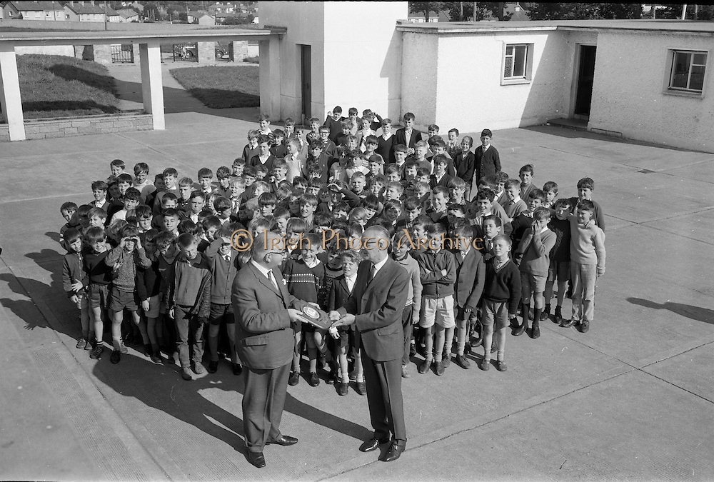 16/09/1968<br /> 09/16/1968<br /> 16 September 1968<br /> Presentation by National Savings Committee of Merit Award plaques to Principals of Taney N.S., Dundrum; St. Peter's Boys N.S., Bray, Co. Wicklow and Inchicore N.S., Dublin. Picture shows Mr H.E.F. Hall, Chairman, National Savings Committee, presenting the plaque to Mr Sean O Muireadhaigh, Principal of St. Peter's N.S., with some of the pupils in the background.