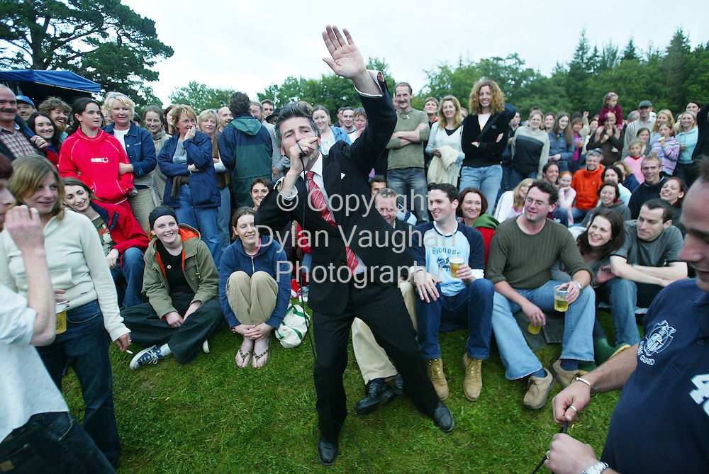 8/8/2004.Jerry Fish of Jerry Fish & the Mudbug Club pictured entertaining the crowd at the Kilkenny Arts Festival Woodstock 2004 concert in Inistioge..picture Dylan Vaughan