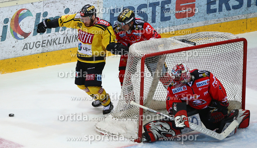 05.01.2018, Albert Schultz Halle, Wien, AUT, EBEL, Vienna Capitals vs HC Orli Znojmo, 37. Runde, im Bild Kelsey Tessier (UPC Vienna Capitals), Michal Plutnar (HC Orli Znojmo) und Tomas Halasz (HC Orli Znojmo) // during the Erste Bank Icehockey League 37th Round match between Vienna Capitals and HC Orli Znojmo at the Albert Schultz Ice Arena, Vienna, Austria on 2018/01/05. EXPA Pictures © 2018, PhotoCredit: EXPA/ Thomas Haumer