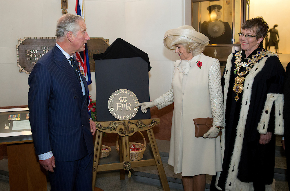 Prince Charles, Prince of Wales and camilla, Duchess of Cornwall unveiling the Commonwealth Walkway Plaque with Wellington Mayor Celia Wade-brown at the National War Memorial, Wellington, New Zealand, Wednesday, November 04, 2015. Credit:SNPA / NZ Herald, Marl Mitchell **POOL**