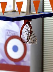 17-12-2006 TENNIS: SKY RADIO TENNIS MASTER: ROTTERDAM<br /> De basket was omhoog getrokken tijdens het evenement<br /> ©2006-WWW.FOTOHOOGENDOORN.NL