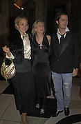 Bay Garnett, Alannah Weston and Gabrielcorto Moltedo, , British Fashion Awards, V. & A. Museum. 2 November 2004. ONE TIME USE ONLY - DO NOT ARCHIVE  © Copyright Photograph by Dafydd Jones 66 Stockwell Park Rd. London SW9 0DA Tel 020 7733 0108 www.dafjones.com