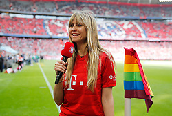 18.05.2019, Allianz Arena, Muenchen, GER, 1. FBL, FC Bayern Muenchen vs Eintracht Frankfurt, 34. Runde, im Bild Heidi Klum mit Bayern Mikrophon // during the German Bundesliga 34th round match between FC Bayern Muenchen and Eintracht Frankfurt at the Allianz Arena in Munich, Germany on 2019/05/18. EXPA Pictures © 2019, PhotoCredit: EXPA/ SM<br /> <br /> *****ATTENTION - OUT of GER*****