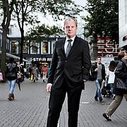 Geen publicatie tot 4 oktober 2010 Nederland Rotterdam 30-09-2010 Topman Dick van Well van Dura Vermeer op de Lijnbaan in het centrum van Rotterdam. Dura Vermeer heeft de Lijnbaan gebouwd.  Foto: David Rozing