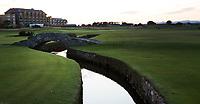 ST. ANDREWS -Schotland-GOLF. Old Course Hotel met Swilcan .  COPYRIGHT KOEN SUYK