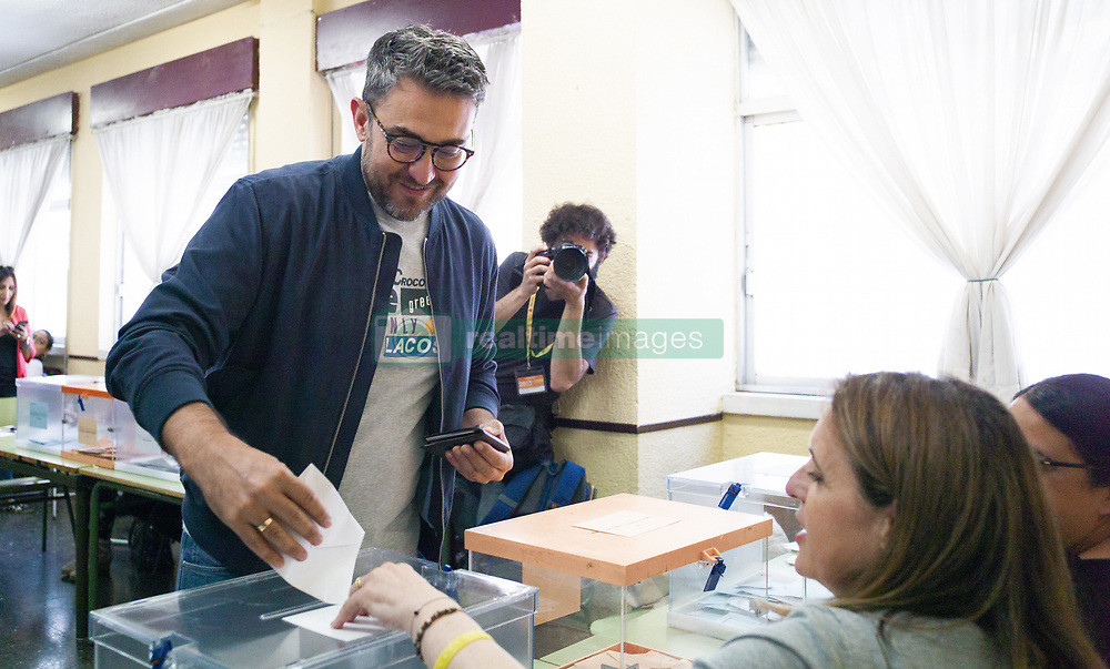 May 26, 2019 - Madrid, Spain - Maxim Huerta  casts her ballots at a polling station in Madrid, Spain, 26 May 2019. Spain holds locals, regional and European Parliament elections. The European Parliament election is held by member countries of the European Union (EU) from 23 to 26 May 2019. (Credit Image: © Oscar Gonzalez/NurPhoto via ZUMA Press)