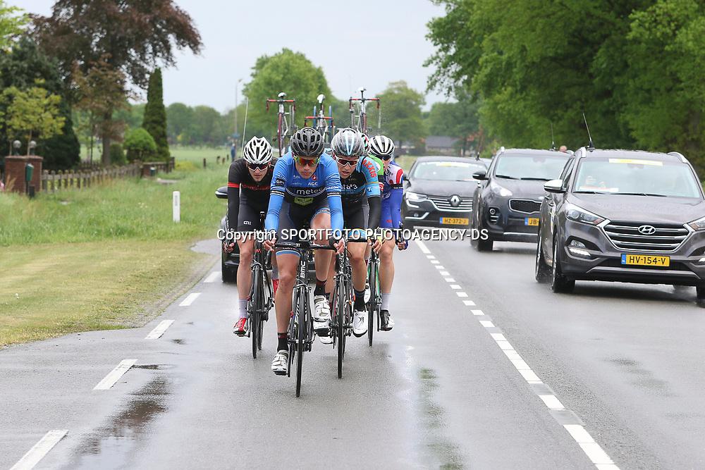 14-05-2016: Wielrennen: Ronde van Overijssel: Rijssen    <br />RIJSSEN (NED) wielrennen<br />Met 64 edities is de ronde van Overijssel een van de oudste wielerkoersen in Nederland. Onderweg de kopgroep in de regen met op kop Oscar Riesebeek (Metec),  Jelle Wolsink (CT Jo Piels),  Marco Doet (Baby Dump), Wim Kleiman (CT Twente-Salland), Australiër Dylan Newbery