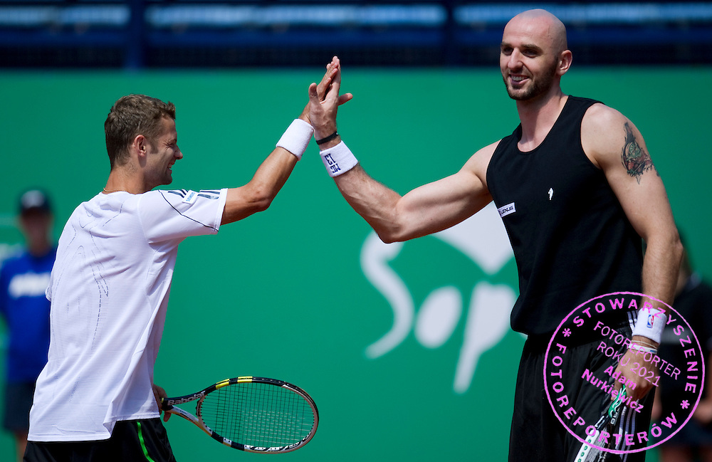 (L) MARIUSZ FYRSTENBERG & (R) MARCIN GORTAT (POLAND) NBA BASKETBALL PALYER WHILE EXHIBITION TENNIS MATCH DURING DAY 5 OF THE MEN'S SINGLES TOURNAMENT BNP PARIBAS POLISH OPEN AT TENNIS CLUB IN SOPOT, POLAND...POLAND, SOPOT , JULY 15, 2011..( PHOTO BY ADAM NURKIEWICZ / MEDIASPORT )..PICTURE ALSO AVAIBLE IN RAW OR TIFF FORMAT ON SPECIAL REQUEST.