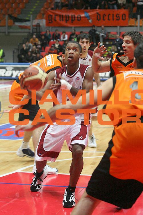 DESCRIZIONE : Livorno Lega A1 2006-07 Tdshop.it Livorno Snaidero Udine<br /> GIOCATORE : Rowe<br /> SQUADRA : Tdshop.it Livorno<br /> EVENTO : Campionato Lega A1 2006-2007<br /> GARA : Tdshop.it Livorno Snaidero Udine<br /> DATA : 30/12/2006<br /> CATEGORIA : Penetrazione<br /> SPORT : Pallacanestro<br /> AUTORE : Agenzia Ciamillo-Castoria/P. Mettini