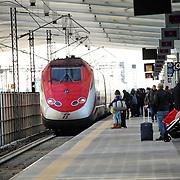Treno Freccia Rossa nella stazione di Reggio Emilia Altavelocità Mediopadana. 2 Novembre 2015