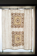 linnen curtain with lace