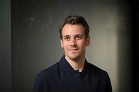 DEU, Deutschland, Germany, Berlin, 17.04.2018: Portrait von Bertram Gugel, Medienwissenschaftler, der Social-Media-Experte ist verantwortlich für die Programmkonzeption der Media Convention Berlin.