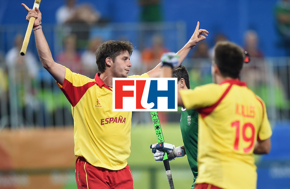 Spain's Josep Romeu (L) celebrates scoring a goal during the men's field hockey Spain vs Brazil match of the Rio 2016 Olympics Games at the Olympic Hockey Centre in Rio de Janeiro on August, 6 2016. / AFP / MANAN VATSYAYANA        (Photo credit should read MANAN VATSYAYANA/AFP/Getty Images)
