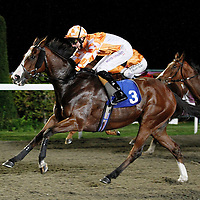Green Wadi and George Baker winning the 8.10 race