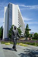 De Haag. Standbeeld van Nelson Mandela. Foto: Gerrit de Heus.              The Hague. Statue of Nelson Mandela. Photo: Gerrit de Heus.