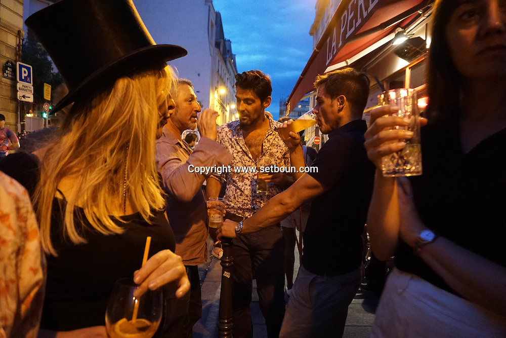 France. Paris 3rd. cafe la Perle. customer drink in the street