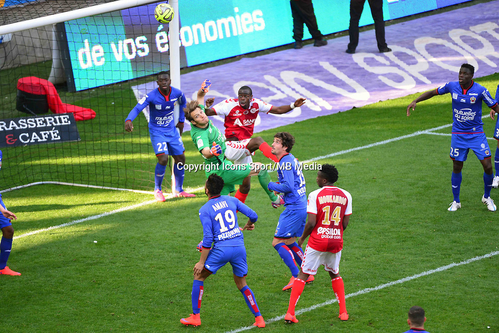 Simon POUPLIN / Prince ONIANGUE - 12.04.2015 - Reims / Nice - 32eme journee de Ligue 1 <br />