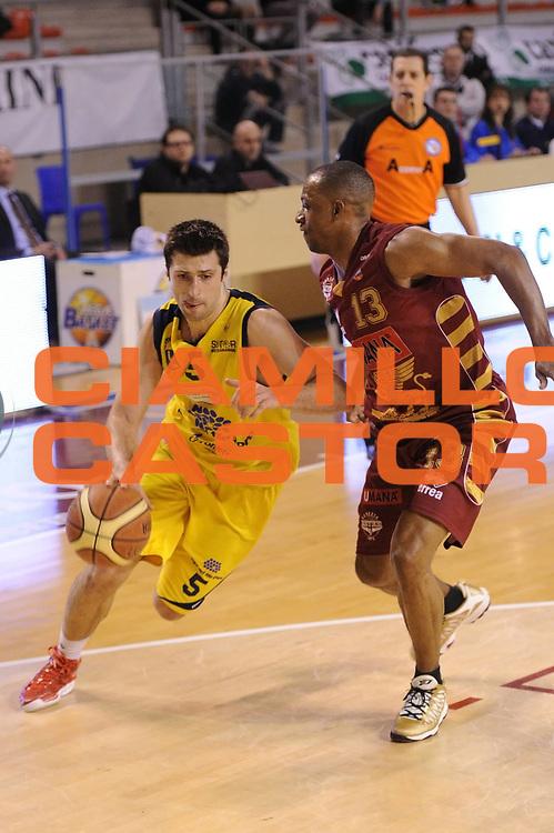DESCRIZIONE : Ancona Lega A 2012-13 Sutor Montegranaro Umana Venezia<br /> GIOCATORE : Daniele Cinciarini<br /> CATEGORIA : palleggio penetrazione<br /> SQUADRA : Sutor Montegranaro Umana Venezia<br /> EVENTO : Campionato Lega A 2012-2013 <br /> GARA : Sutor Montegranaro Juve Caserta<br /> DATA : 03/03/2013<br /> SPORT : Pallacanestro <br /> AUTORE : Agenzia Ciamillo-Castoria/C.De Massis<br /> Galleria : Lega Basket A 2012-2013  <br /> Fotonotizia : Pesaro Lega A 2012-13 Sutor Montegranaro Umana Venezia<br /> Predefinita :