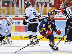 17.01.2020, ISS Dome, Duesseldorf, GER, DEL, Duesseldorfer EG vs Nürnberg Ice Tigers, 38. Runde, im Bild Niklas Treutle (31, Thomas Sabo Ice Tigers ) Brandon Buck (9, Thomas Sabo Ice Tigers ) Maxi Kammerer (9, Düsseldorfer EG, DEG ) // during the DEL 38th round match between Duesseldorfer EG and Nürnberg Ice Tigers at the ISS Dome in Duesseldorf, Germany on 2020/01/17. EXPA Pictures © 2020, PhotoCredit: EXPA/ Eibner-Pressefoto/ Birgit Haefner<br /> <br /> *****ATTENTION - OUT of GER*****