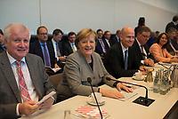 DEU, Deutschland, Germany, Berlin, 09.10.2018: V.l.n.r. CSU-Chef Horst Seehofer, Bundeskanzlerin Dr. Angela Merkel, CDU/CSU-Fraktionsvorsitzender Ralph Brinkhaus, vor Beginn der Fraktionssitzung der CDU/CSU.