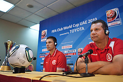 Coletiva de imprensa com o técnico Celso Roth e o capitão Bolivar da equipe do S.C. Internacional no media center do Zayed Sports City. O S.C. Internacional participa de 8 a 18 de dezembro do Mundial de Clubes da FIFA, em Abu Dhabi. FOTO: Jefferson Bernardes/Preview.com