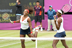 05.08.2012, Wimbledon, London, GBR, Olympia 2012, Tennis, Damen Doppel Finale, im Bild Serena und Venus Williams (USA) gewinnen das Frauendoppel // during Tennis Womens Double Final, at the 2012 Summer Olympics at Wimbledon, London, United Kingdom on 2012/08/05. EXPA Pictures © 2012, PhotoCredit: EXPA/ Freshfocus/ Valeriano Di Domenico..***** ATTENTION - for AUT, SLO, CRO, SRB, BIH  only *****