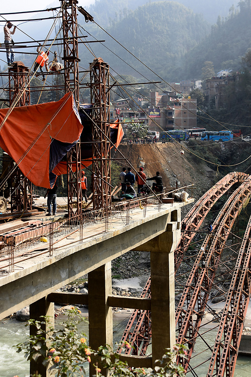 Bridge construction between Pokhara and Chitwan (unsafe working conditions)