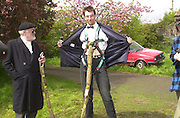 David ~Kirke and Richard Wicks, David Kirke at the First human trebuchet. Neverstowey. 24 April 2000<br />